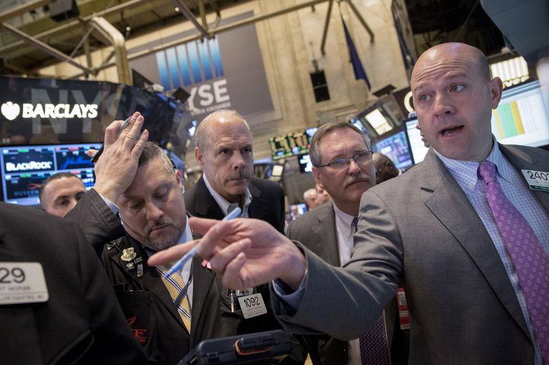 أزمة ديون اليونان تقود الأسهم الأمريكية نحو الإغلاق على انخفاض