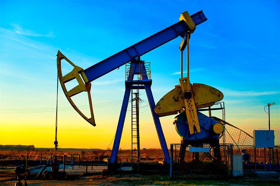 لماذا يمثل هبوط أسعار النفط أزمة للدول الصناعية والأسواق الناشئة؟