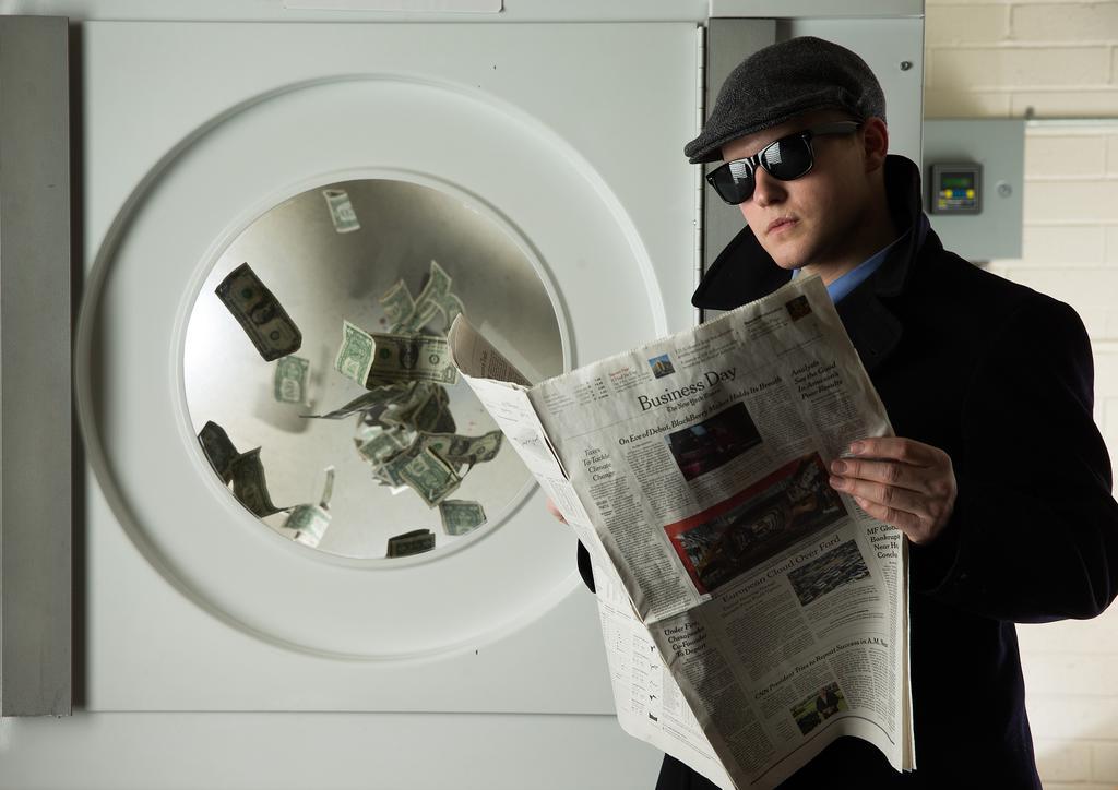 """كيف نشأت عمليات """"غسيل الأموال؟ وكيف تتم؟ وما آثارها على الاقتصاد؟"""