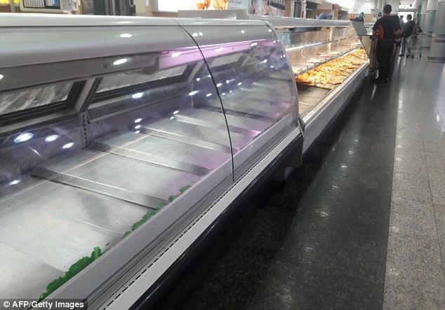 بالصور: بفعل الأزمة الاقتصادية..مواطنون في فنزويلا يطاردون ...