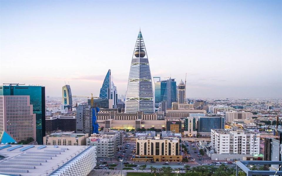 Saudi private sector maintains growth, but employment