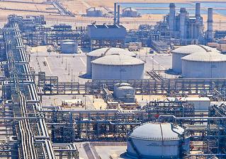 تعرف على أكبر حقول النفط في السعودية واحتياطياتها وطاقتها الإنتاجية